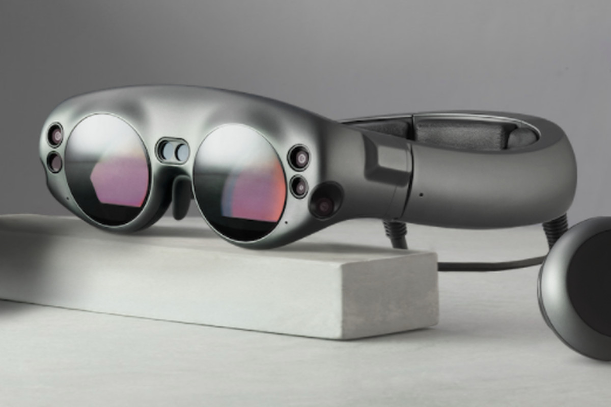 Magic Leap se está asociando con la NBA para llevar juegos virtuales de baloncesto a sus gafas. Shaq dice que Magic Leap es genial, mientras usas Magic Leap