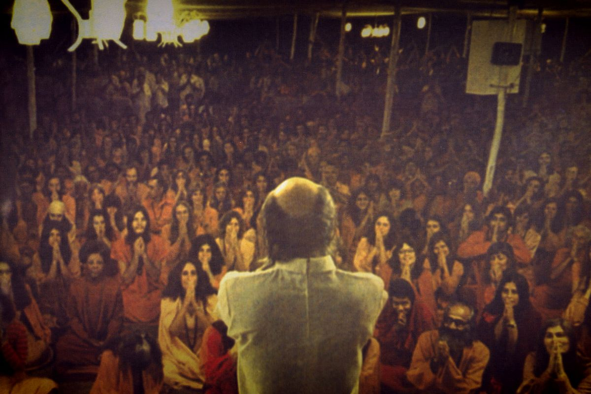 Here's what Netflix's Wild Wild Country doesn't explain about cult leaders. An expert discusses how they seduce and control their followers