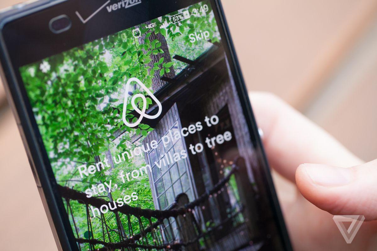Airbnb está implementando pagos divididos en todo el mundo para viajes grupales. Para hasta 16 personas