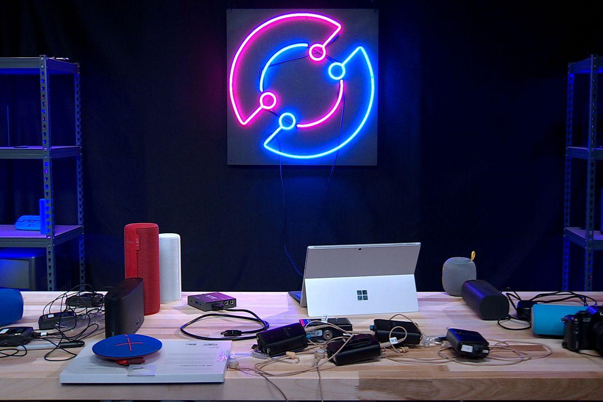 Tenemos Pixel Buds, HoloPlayer One y teléfonos extraños en Circuit Breaker Live hoy