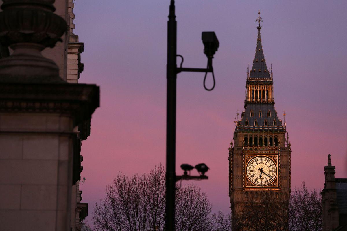 Los poderes de vigilancia masiva del Reino Unido han sido declarados ilegales. Los agentes de policía tienen acceso a los registros telefónicos de los ciudadanos y al historial web sin una supervisión adecuada, dijo el tribunal.