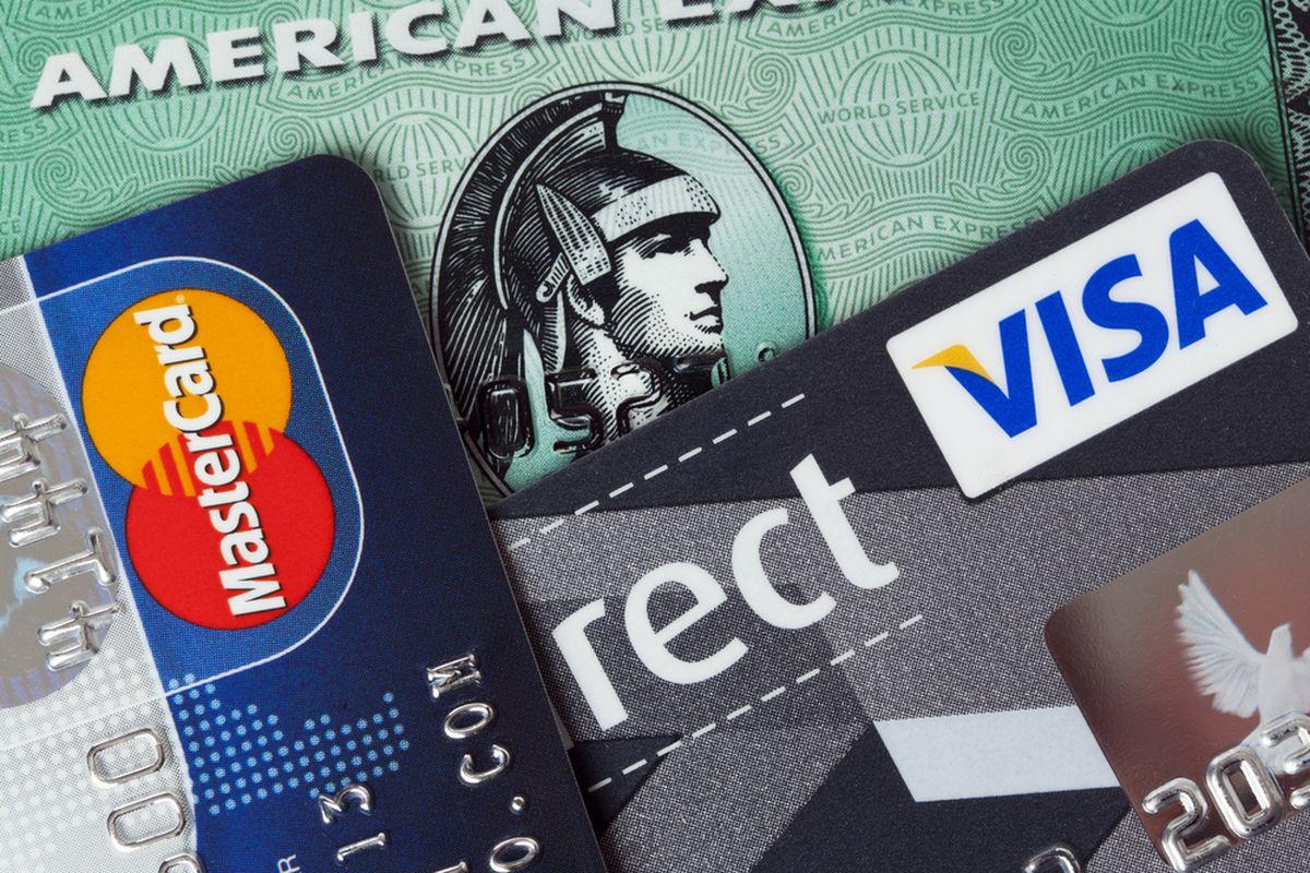 Las firmas de tarjetas de crédito terminan en los EE. UU. El 13 de abril. Por favor, no firme en la línea punteada
