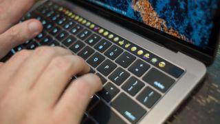 Apple se enfrenta ahora a una demanda colectiva en su defecto teclado MacBook Pro. Continúa controversia de teclado
