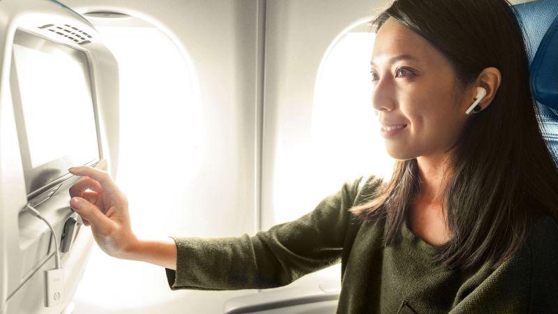 Cómo escuchar a un sistema en vuelo con su AirPods