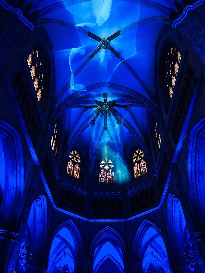 Necsum Trison rinde tributo a las víctimas del Covid-19 con un espectáculo de luz y sonido