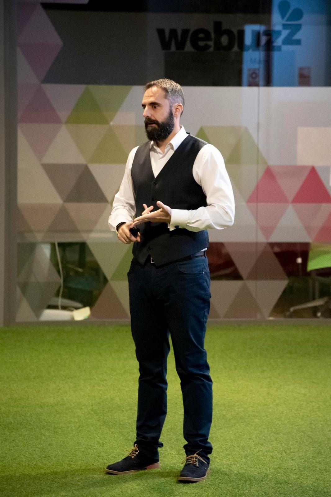 Un profesor de marketing ofrece ayuda gratis a pymes por LinkedIn y recibe más de 70 mensajes