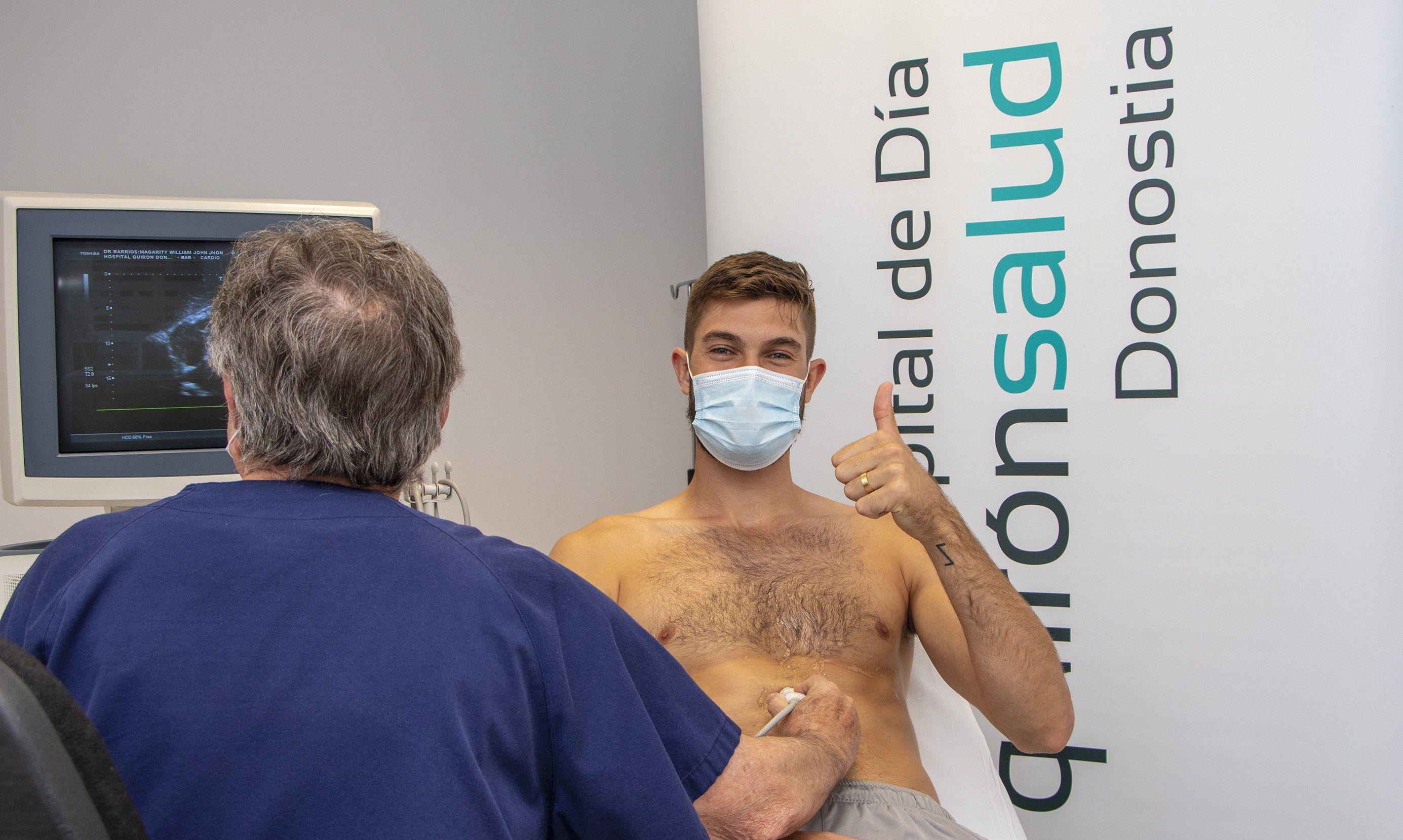 William Magarity, fichaje del GBC, pasa el reconocimiento médico en el Hospital de Día Quirónsalud Donostia