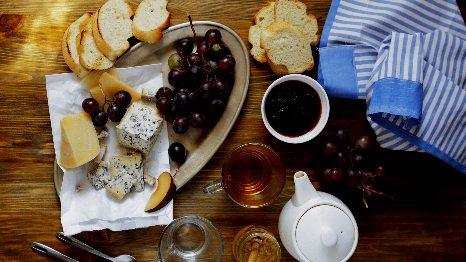 Delivinos Urban Gourmet presenta el maridaje perfecto: té y queso