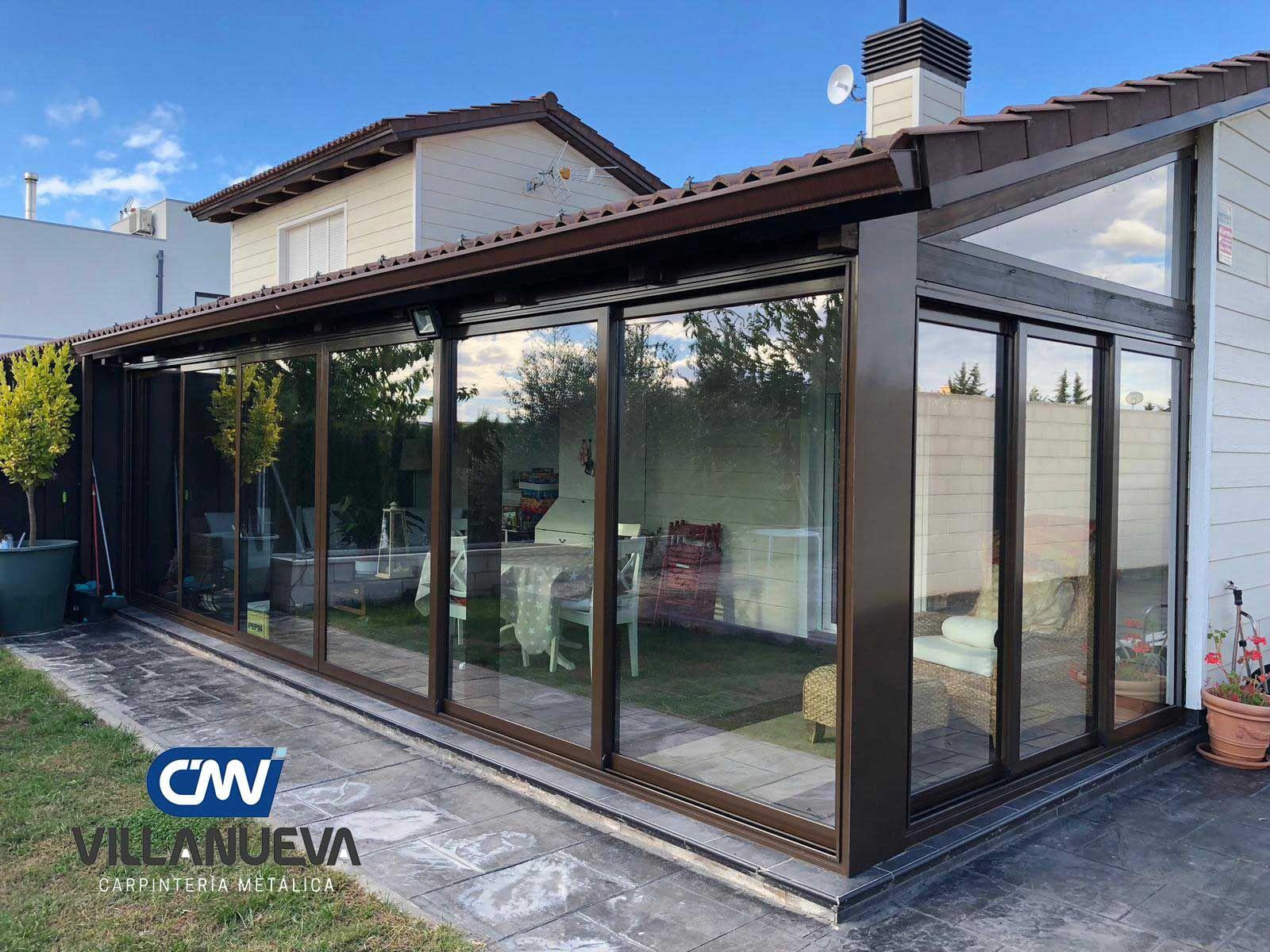 Carpintería Metálica Villanueva instala cerramientos de cristal adaptados a las necesidades de cada hogar