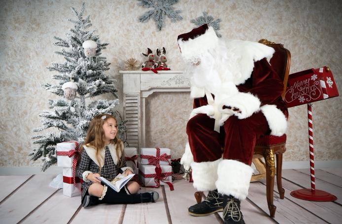 Carmen de Olazabal, una fotógrafa de Sant Cugat, lleva a Santa Claus a sus sesiones fotográficas